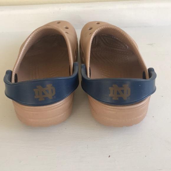 Najlepsze miejsce wyglądają dobrze wyprzedaż buty wiele stylów 🍀Notre Dame Kids Crocs M2 W4 Fighting Irish